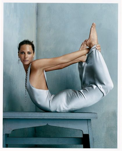 Christy Turlington - by Steven Klein, Voguepedia: Bow Poise.  #Fashion #Model #Christy_Turlington #Steven_Klein #Voguedia #Photography