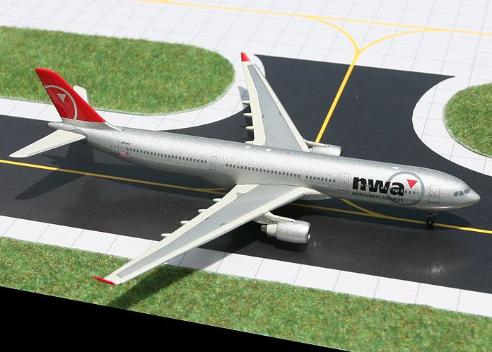 1/400 GeminiJets Northwest Airlines Airbus A330-300 Diecast Model