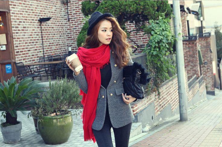 Seutipichi scarf  http://www.pinkymint.com/shop/step1.php?number=53941&b_code=B20110425024620&c_code=C20120608123548&m_code=M20120608123627