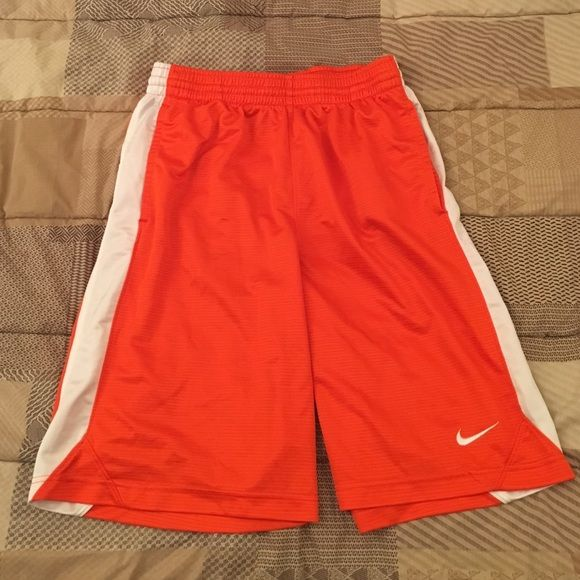 Nike Basketball Shorts! Medium Nike basketball shorts that have barely been worn. There are no rips or tears. Basically brand new. They also come with two pockets. One on each side Nike Shorts