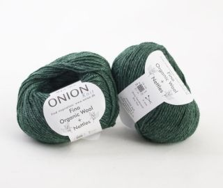En tunnare kusin till det tjockare ull/nässle garnet från OnionStickor 4 mm...