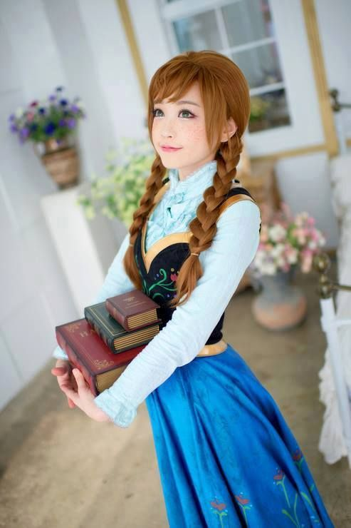 Adorable Anna cosplay. This is probably one of the best cosplays I have ever seen