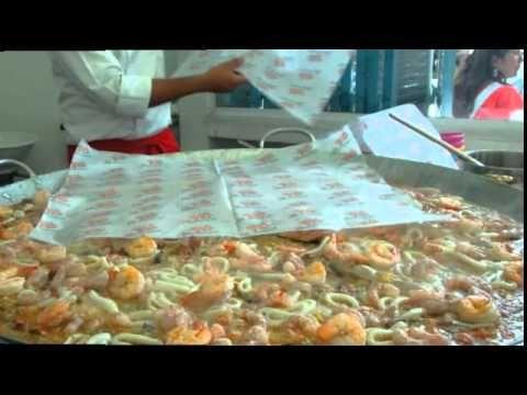 Preparación de Paella en La Pescaderia gourmet por parte del chef Carlos Yanguas (2010)