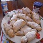 i miei cornetti alla panna con marmellata di ciliegie