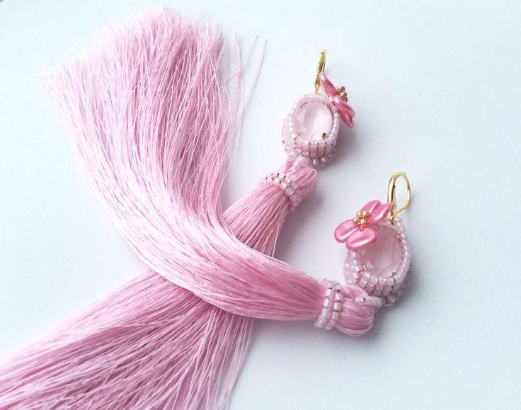 Серьги с шелковыми кистями и кристаллами Сваровски «Розовые лепестки» - Ярмарка Мастеров - ручная работа, handmade