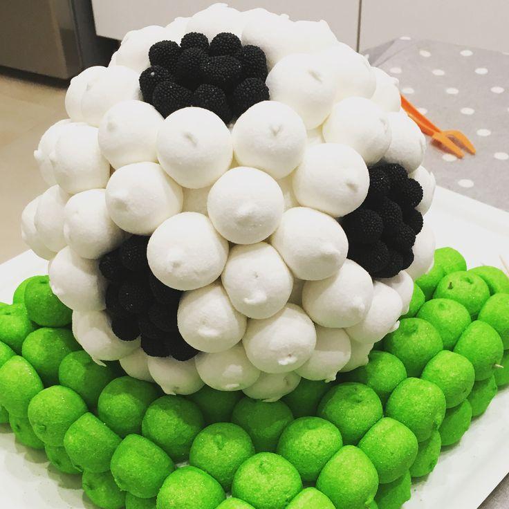 Torta marshmallows festa di compleanno tema calcio