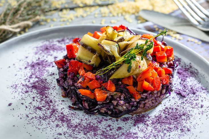 Vegetarian Tartar with eggplant, cabbage and bulgur. (Braised cabbage with oyster sauce with the addition of cereals bulgur, served with slices of fried eggplant and baked pepper) #chaihona1 #vegetarian