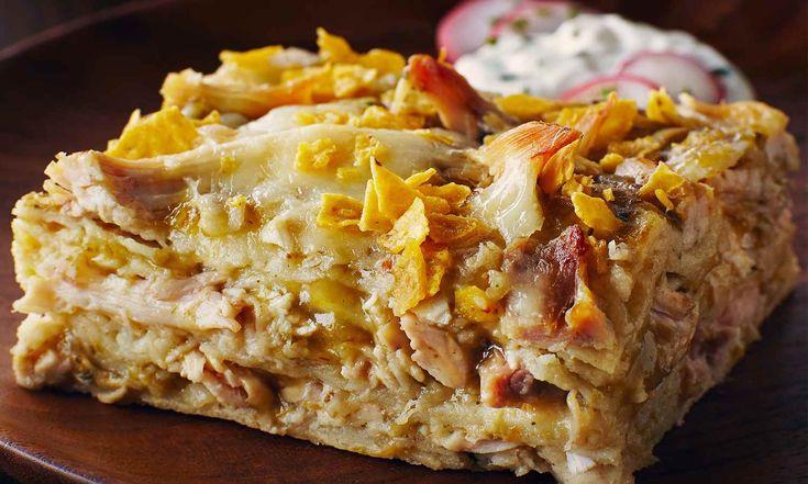 Cette lasagne est constituée de couches de sauce enchilada verte piquante, d'émincés de poulet rôti, de fromage onctueux et de tortilla à la croûte croustillante!   Le Poulet du Québec