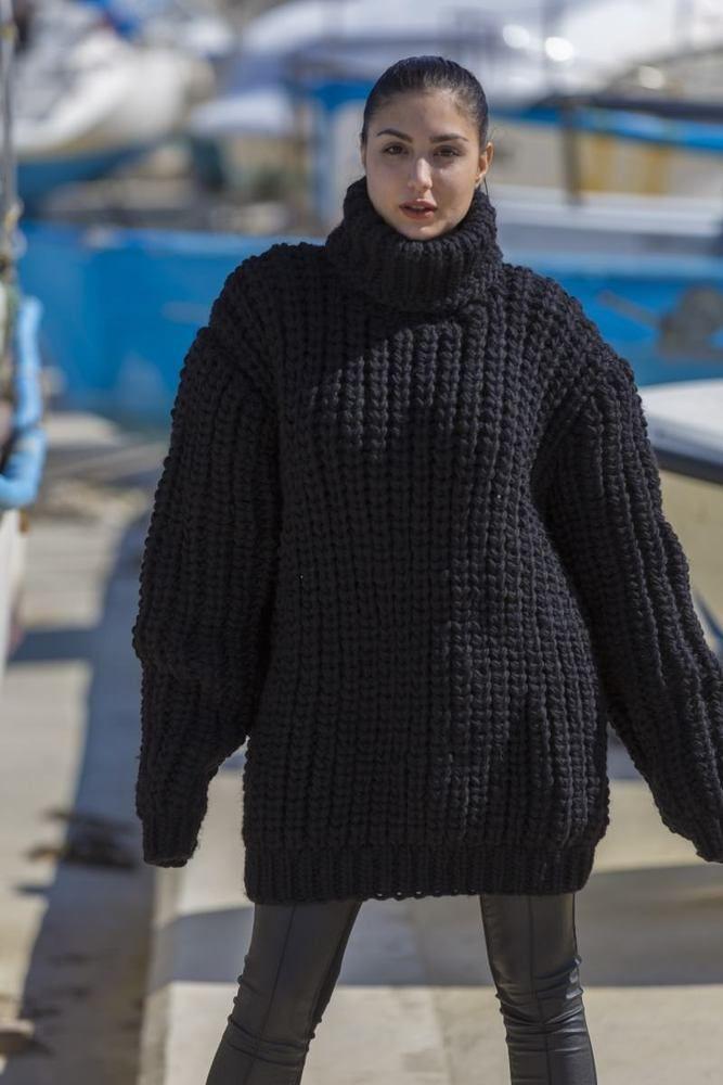 6530b5ae0 Huge 4 strands 100 % Wool Turtleneck Sweater