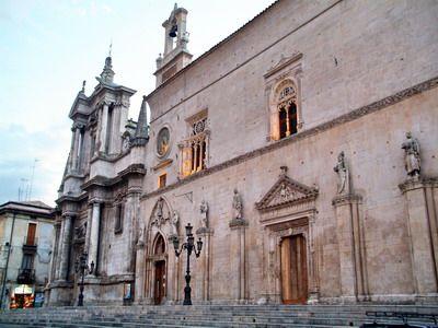 Foto Sulmona: Virgin Mary's Assumption Church and Palazzo