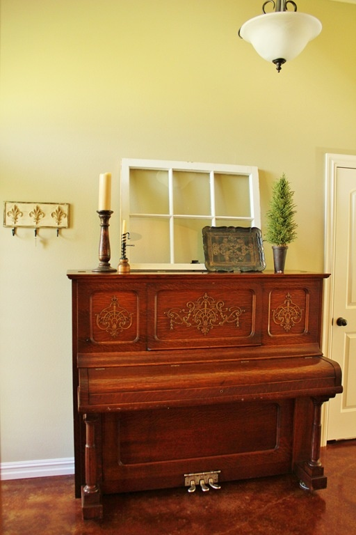 From an upright piano to the studio piano