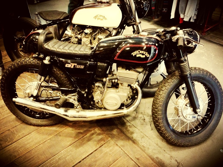 An old school Suzuki GT185 turn in to a cafe racer by tendencies speed shop