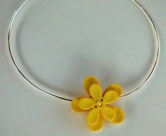 Collier fantaisie perles fleur jaune sur tour de cou / fête /