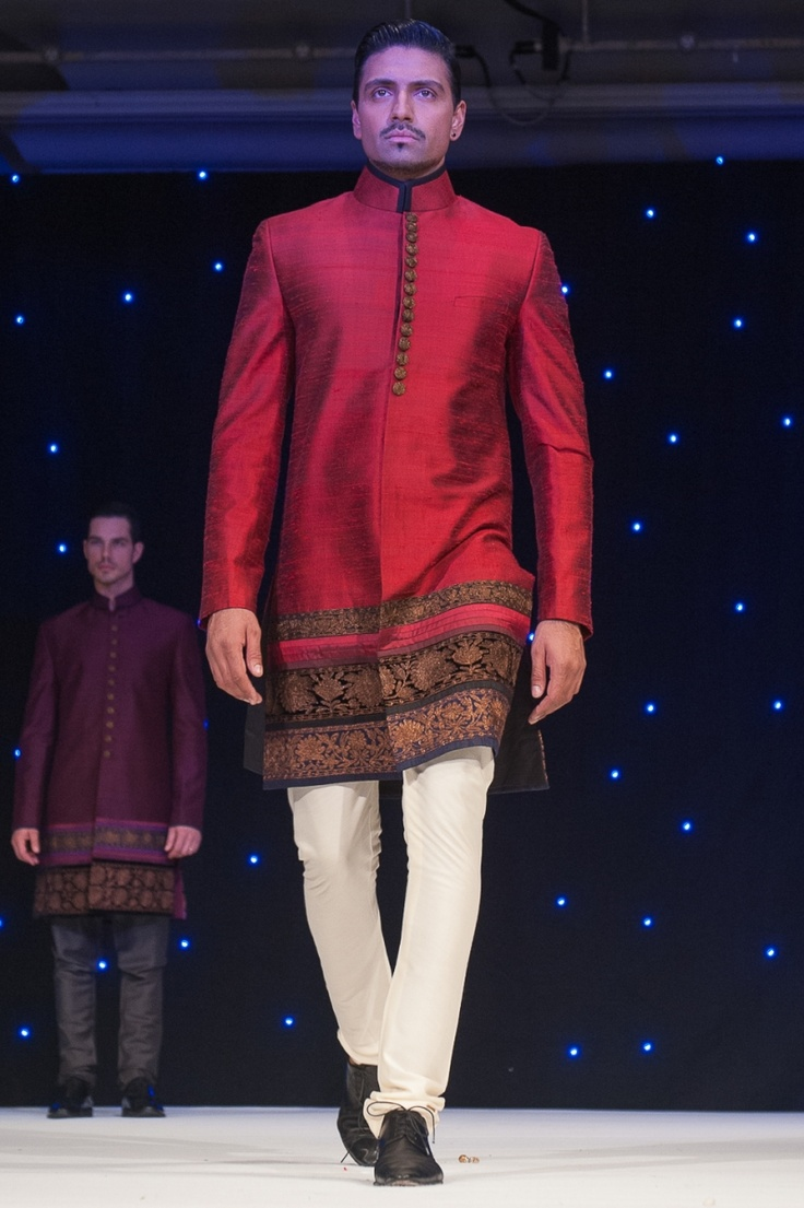 jodhpuri with brocade border by Manish Malhotra | courtesy Shahid Malik Photography | www.shaadibelles.com