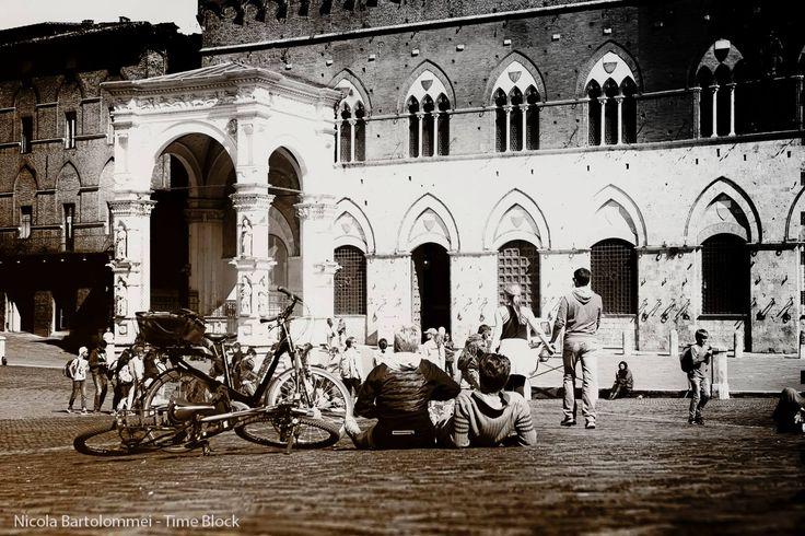 Osservando - Foto di Nicola Bartolommei - #Siena #SienaInBiancoENero