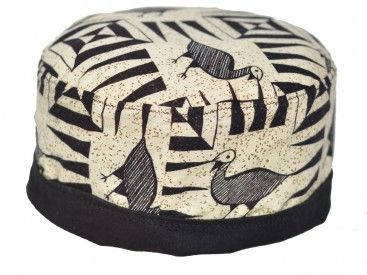 A fun pill box hat with an unusual pattern. The pattern is in black against an off white background with brown/olive spots!The crown has a thin padding and there is a full black inner lining making it fully reversible and allowing you to create different looks.   Circumference =  approx. 62cm Height unfolded = approx. 12cm  Something unusual and ideal for travelling!