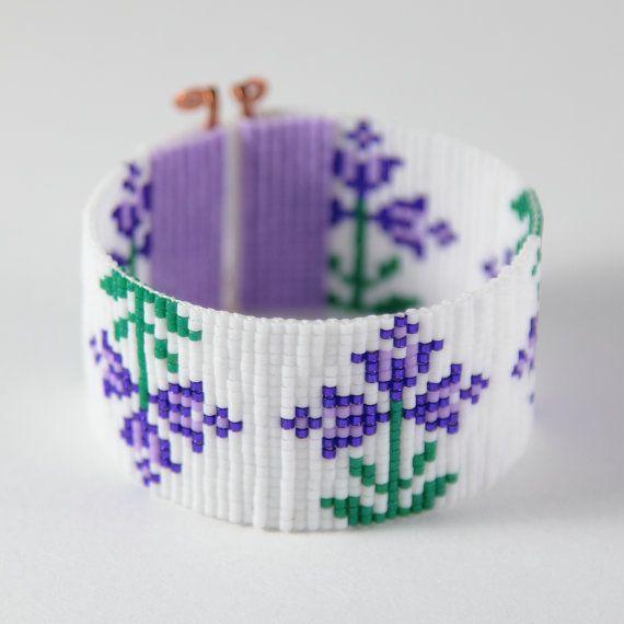 Artículos similares a Flores de primavera púrpura grano telar pulsera Boho Bohemia joyería artesanal grano occidental indio nativo americano del estilo suroeste Rodeo en Etsy