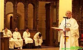 #Mujer #Católica : ABURRIDO EN #MISA ? Y SI VIERAS QUE SUCEDE MIENTRAS TE ABURRES.