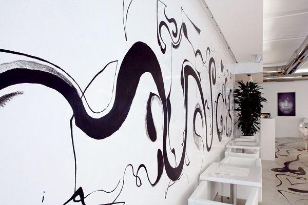 efekt zaujímavej dekorácie na dlážke dosiahli technológiou liatej podlahy #ASB #interior n #café #poured #floor