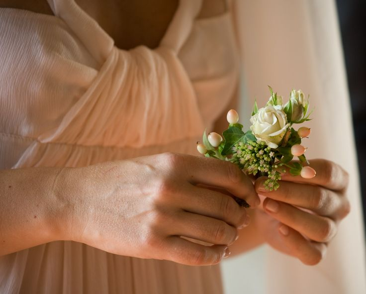 www.italianfelicity.com #bridemaid #ceremony #buttonhole #boutonniere