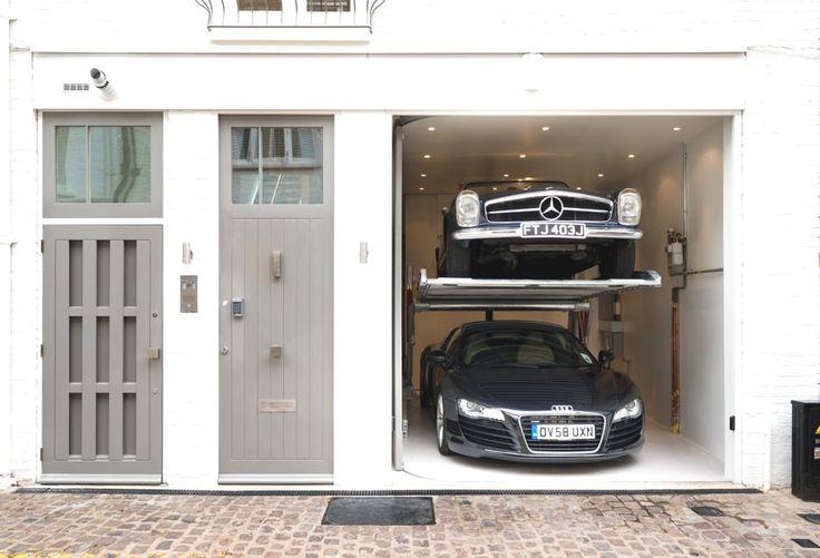リノベーションハウスのモダンな駐車場