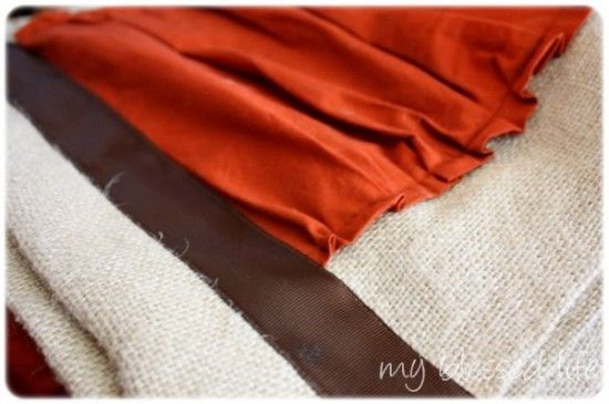 burlap runner: Ruffles Burlap, Burlap Tables Runners, Burlap Table Runners, Neat Ideas, Crafts Tables, Tables Runners Tutorials, Fall Tables, Burlap Runners, Accent Colors