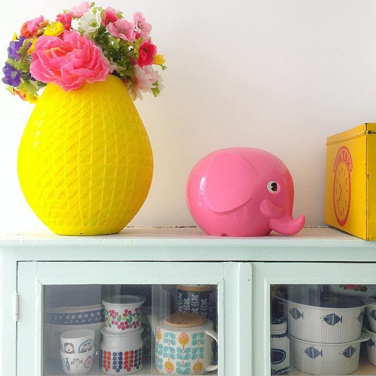 Even wat kleur op deze grijzige koude morgen  #yellow #norsu #thrift #flowers #porselein #porcelain #mint #arabia #kringloopgeluk #color *my #colorful  home i love yellow  *