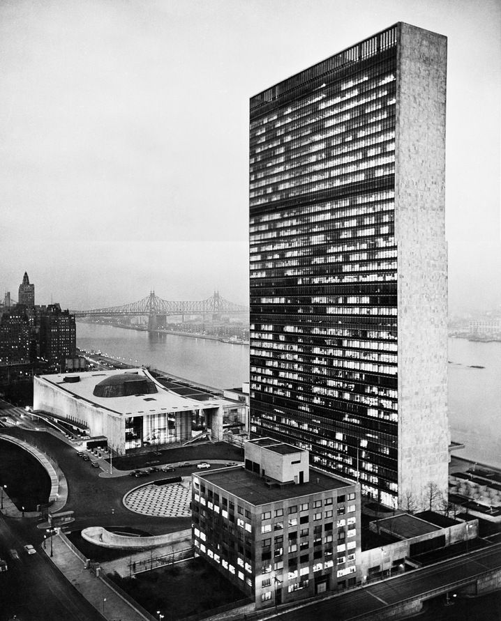 UN HEADQUARTERS  United Nations Headquarters, New York, New York. Completed 1952.  Architect Oscar Niermeyer