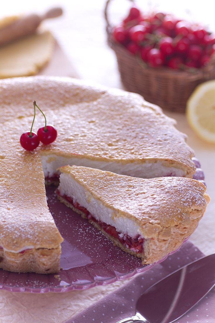 Voglia di #primavera? Questa #crostata #ricotta e #visciole è perfetta! La sua consistenza #cremosa offre una nota di #freschezza grazie alla presenza delle viscioli, varietà delle amate #ciliegie! #ricetta #GialloZafferano
