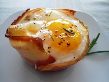 Tacitas de Tocino, Queso y Huevo