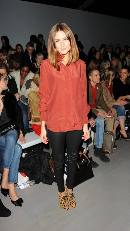 burnt orange blouse, leather look leggings and leopard print shoes...gorge!