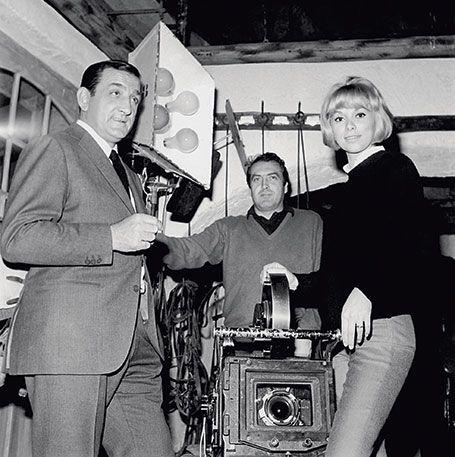 Lino Ventura, Georges Lautner et Mireille Darc lors du tournage de Ne nous fachons pas.
