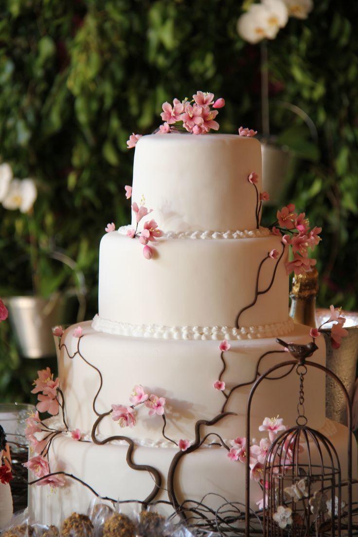 """Lindo Bolo de Biscuit Grande Alto 4 Andares com Flores de Cerejeiras / Sakura *Escolha até no máx. 3 cores no bolo. Em caso de dúvidas: verifique na aba """"Políticas da Loja"""" Se a dúvida persistir nos envie mensagem."""