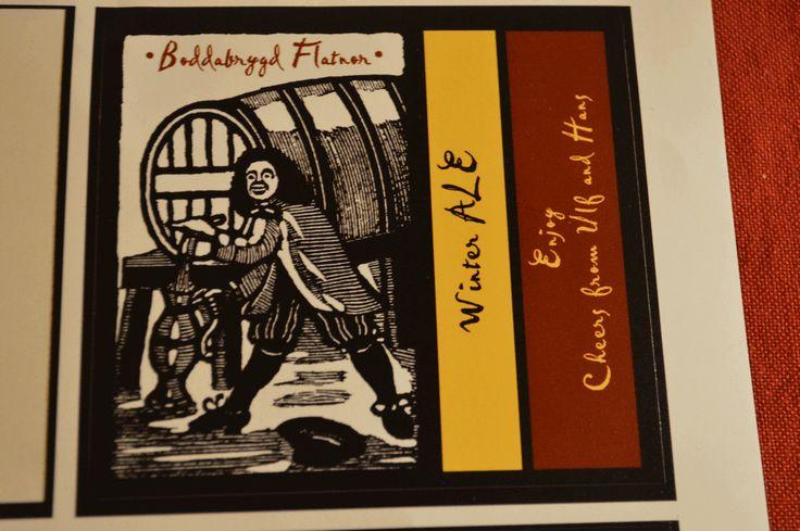 """Winter Ale. Ulf Dahlén (bryggare), Flatnor, Jämtland 2013. """"Öl är en urgammal tradition därför ville vi ha en etikett inspererad av Shakespeare. Detta för att samtidigt som du dricker din egen öl också fundera hur ölen smakade på 1500–1600-talet."""""""