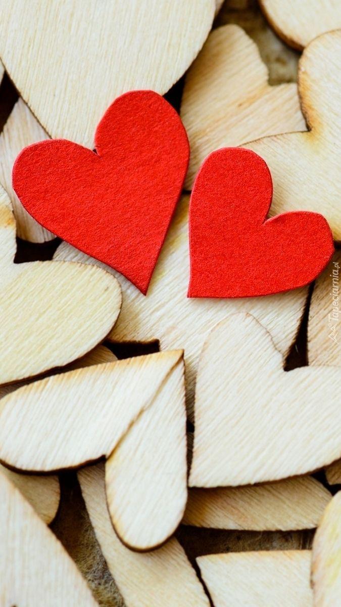 Tapeta Na Telefon Drewniane Serduszka Dodana Do Kategorii Miłosne Oraz Do Podkategorii Inne Dodana Przez Uży Love Wallpaper Iphone Background Iphone Wallpaper