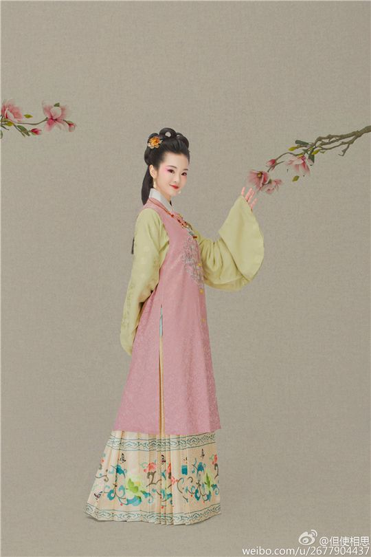 Traditional Chinese fashion in Ming dynasty by 但使相思