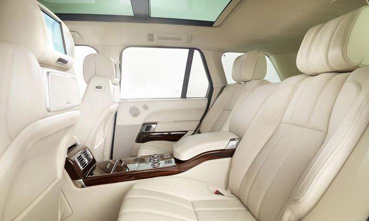 Intérieur super confortable et luxueux d'un Range Rover Autobiography , version luxe aménagé en bureau roulant..