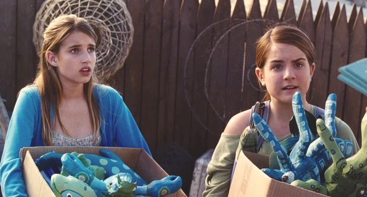Emma Roberts in the film 'Aquamarine' (2006) with Johanna Levesque and Sara Paxton