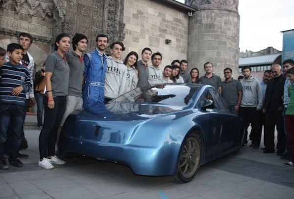 Estudiantes desarrollan un vehículo eléctrico: En un viaje que comenzó el pasado 15 de septiembre, el vehículo ha recorrido 2.500 kilómetros, a lo largo de seis diferentes ciudades, con un coste eléctrico de solo 17 dólares http://wwwhatsnew.com/2014/09/25/estudiantes-desarrollan-un-vehiculo-electrico-capaz-de-recorrer-2-500-kilometros-por-17-dolares/