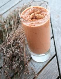 Mandel, banan, choklad smoothie (utan kokosvatten) 225 kcal.