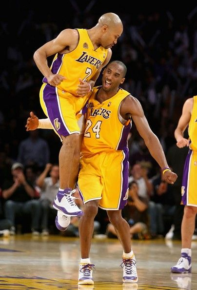Kobe Bryant and Derek Fisher Photo - Toronto Raptors v Los Angeles Lakers