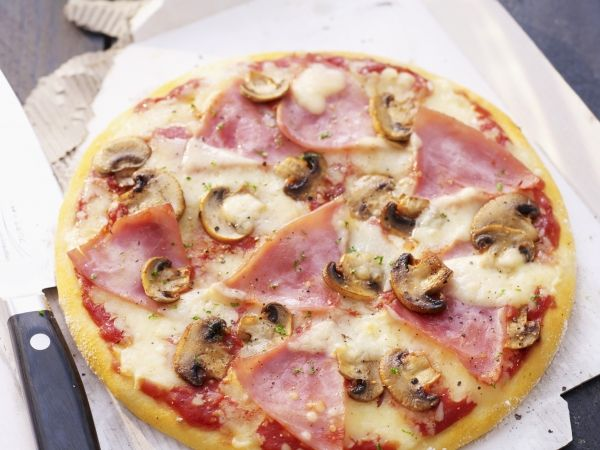 Pizza met ham en champignons (2) - Libelle Lekker!