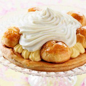"""Cessez de saliver devant le millefeuille, la forêt noire ou la tarte au citron meringuée de votre pâtissier. Apprenez à réaliser ces grands classiques des desserts français et régalez-en votre tablée en précisant """"c'est moi qui l'ai fait"""" !"""