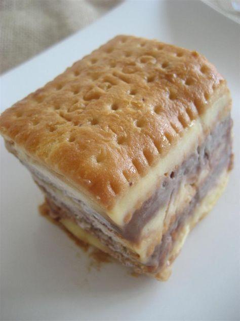 Fetta della torta fredda di biscotti