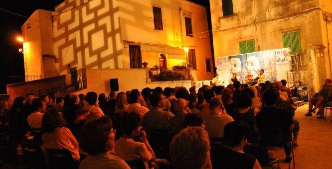 12-15 settembre, Conversano (Ba). Lectorinfabula - Parole in festival. Festival, fondato sin dalla sua prima edizione sulla centralità della parola. Ospite d'onore dell'edizione 2013, sarà la scrittrice marocchina, candidata al Nobel per la Pace nel 2009, El Khayat Rita