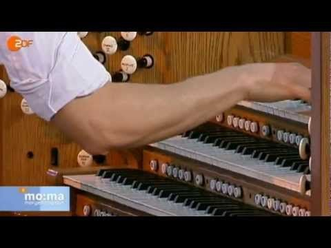 Cameron Carpenter Chopin Etude op.10 Nr.4 ZDF Morgenmagazin 26.01.2012 - YouTube   um...what the heck...this BLOWS my mind.