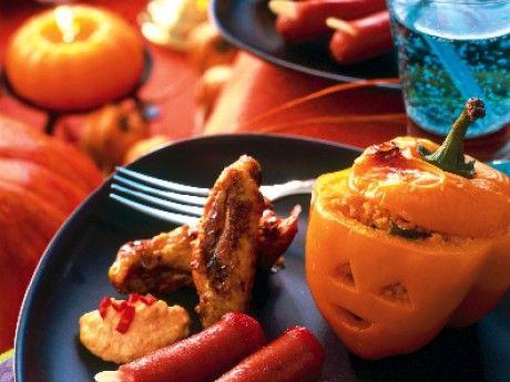 Halloweenpaprikor med kryddig couscousfyllning