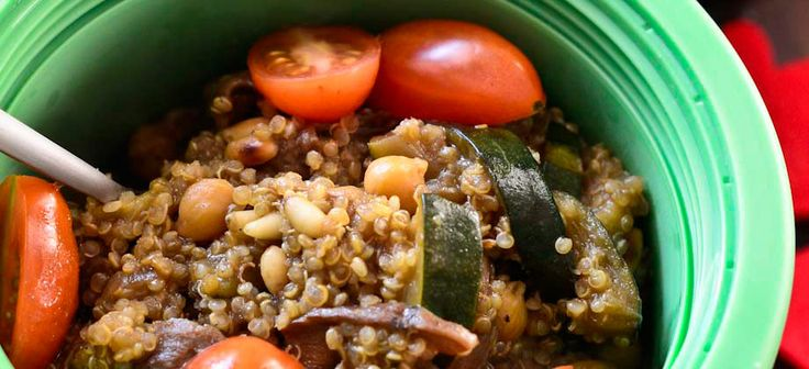 Quinoa with dried mushrooms, zucchini, chickpeas and tomatoes