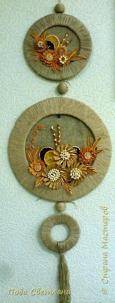 """Now I am trying to make a decorative panelTools and materials: corrugated cardboard, twine, burlap, glue """"Titan"""", 3 foam ball, three staples stationery, compasses, scissors, a natural material - flowers of citrus Cut a ring of three sizes and wrapped with twine.It turns well and"""