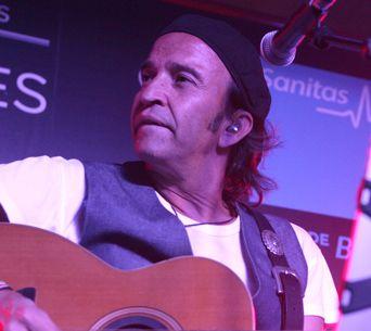 CONCIERTO ACUSTICO SANITAS LOS SECRETOS CONVENIENCE MERCADO DE SAN ANTÓN SALA TRAPEZIO CONSULTORIA MUSICAL MUSIC BRANDING